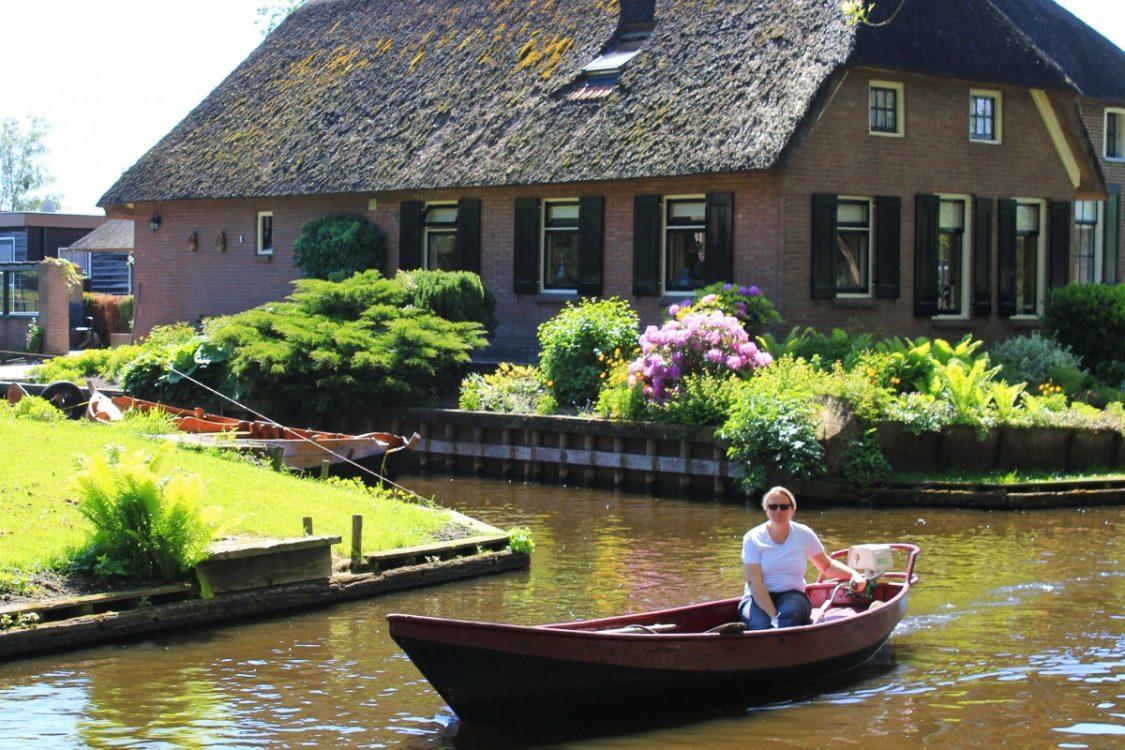 Giethoorn villager