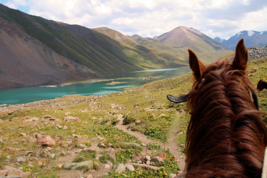 kol-ukok-horse-riding-kyrgyzstan-by-bunch-of-backpackers