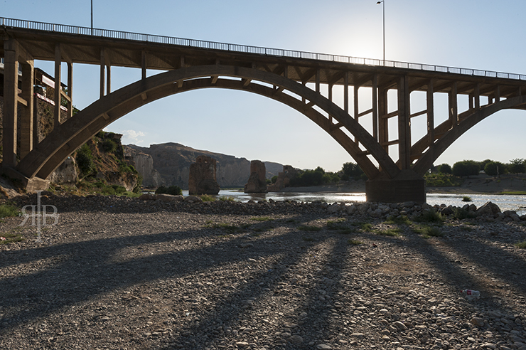 Old and New Brdge of Hasankeyf. ©The Crowded Planet.