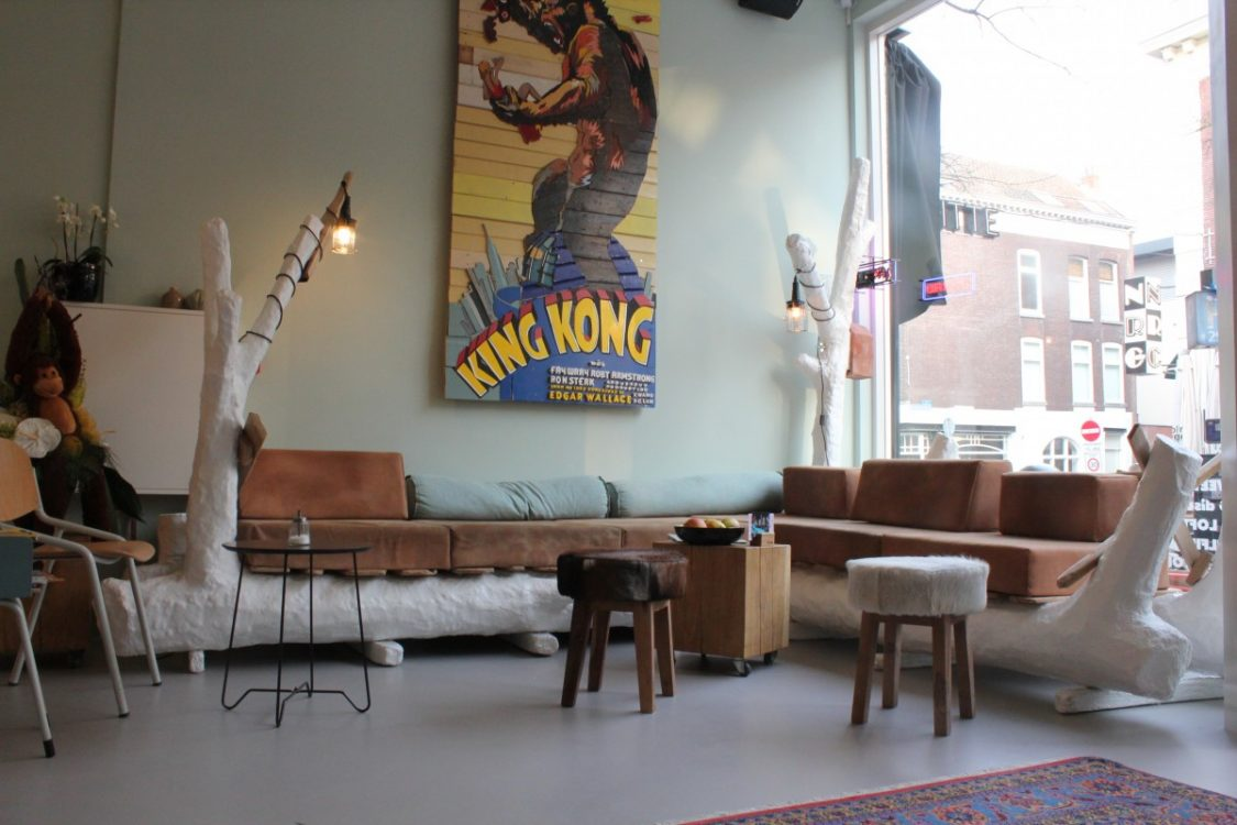 Lobby King Kong Hostel. ©Bunch of Backpackers.