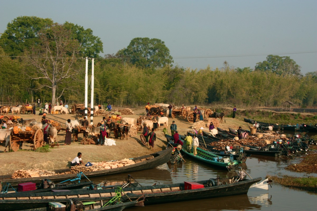 The Inle lake, a view on the five day market. Photo by Grietje.