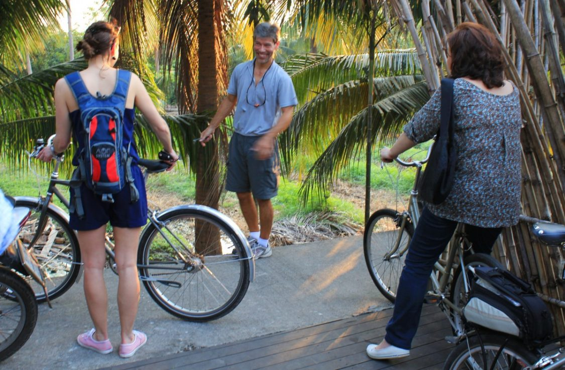 Paul Mueller explains the route and checks our bikes.
