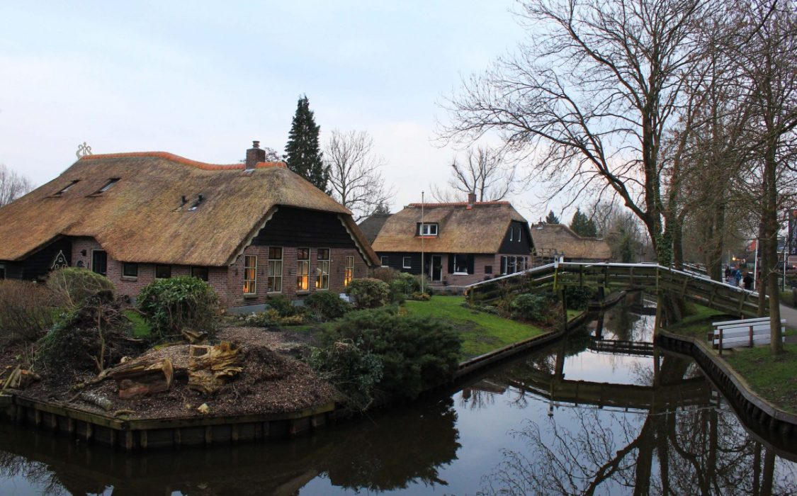 Giethoorn in the evening. ©Bunch of Backpackers.