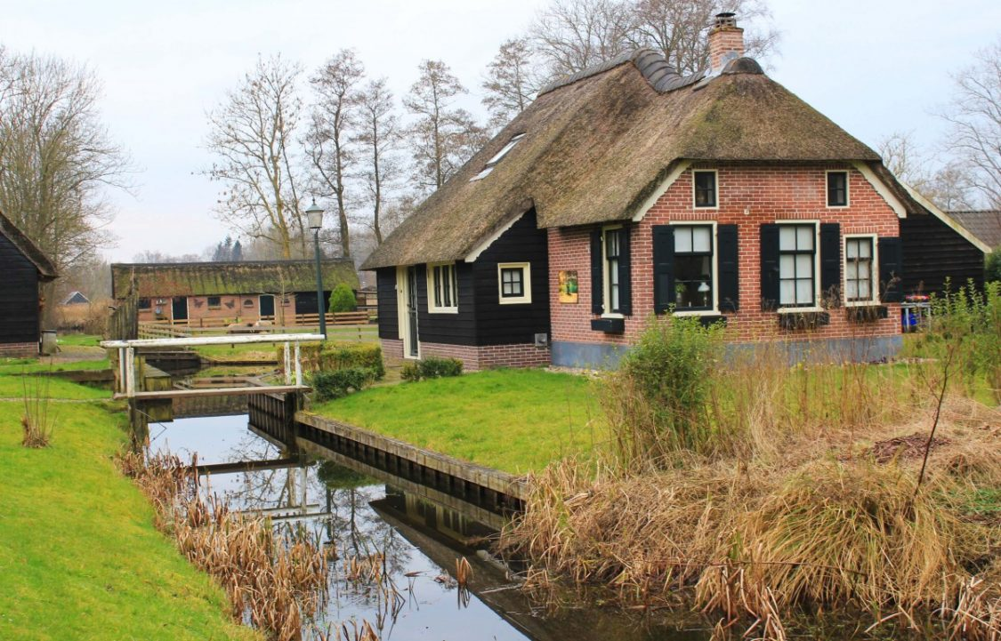 Giethoorn house. ©Bunch of Backpackers.