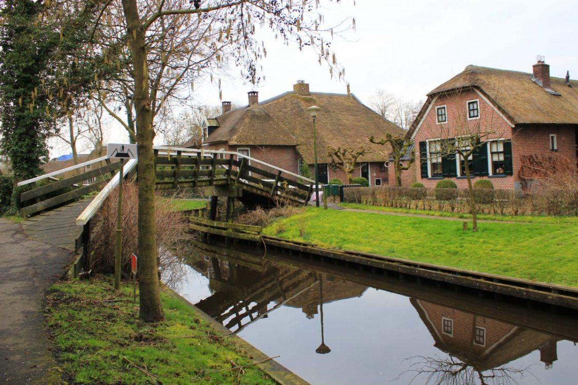 Giethoorn village Bunch of Backpackers Visit Giethoorn