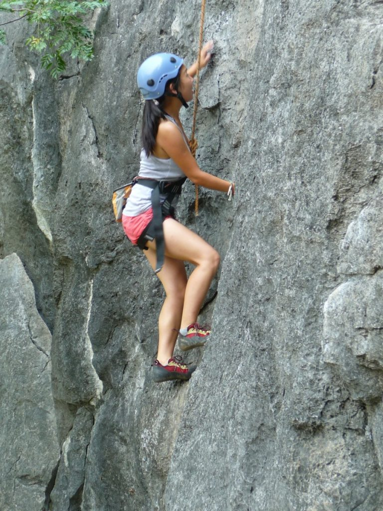 Manouk rocks rock climbing ;)! ©Bunch of Backpackers
