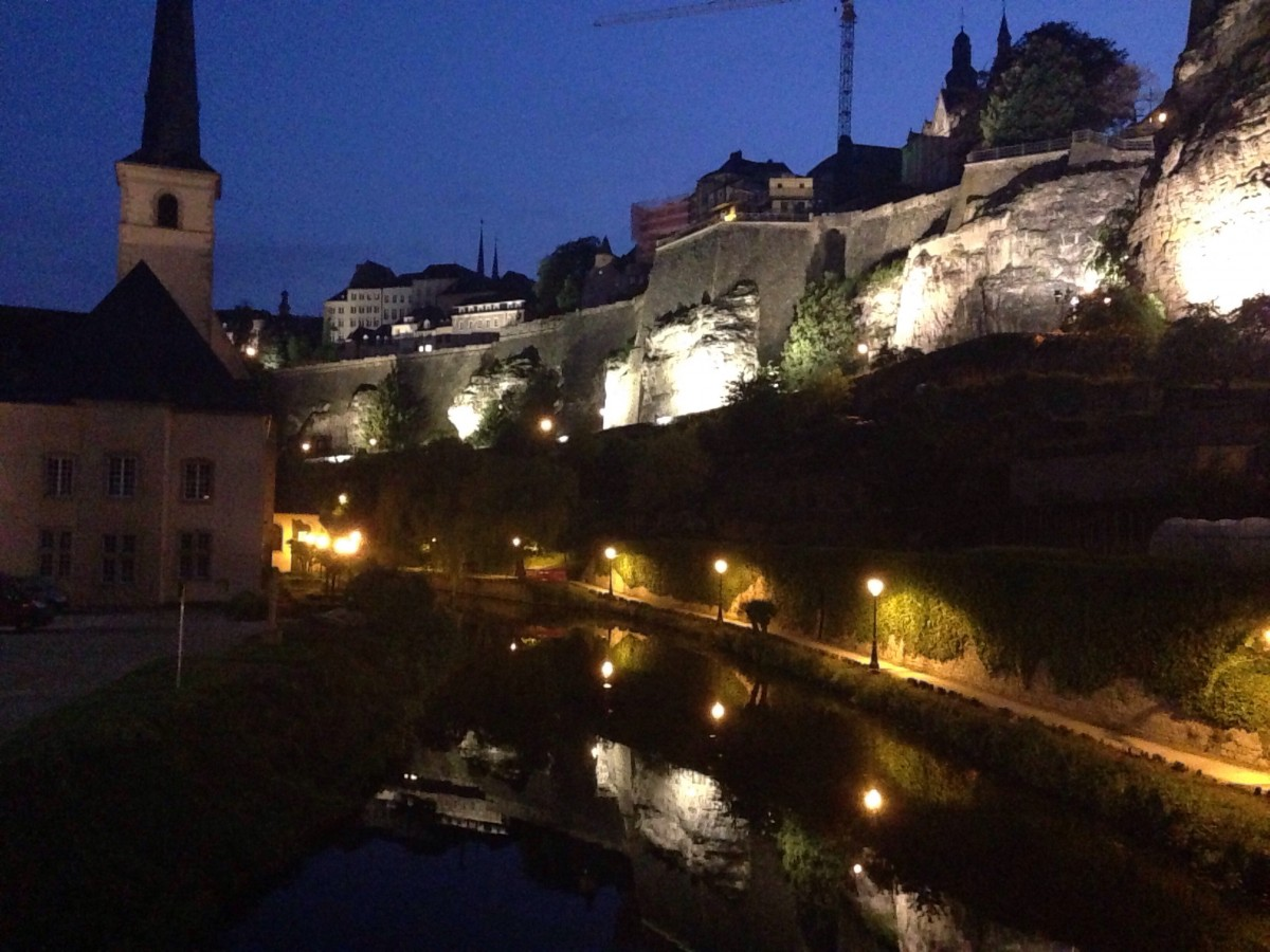 Luxembourg City by night. ©Bunch of Backpackers.