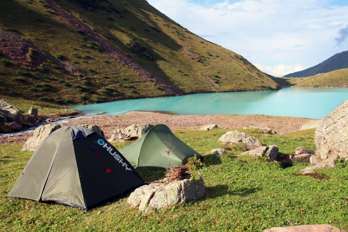 kol-tor-kyrgyzstan-camping-by-bunch-of-backpackers
