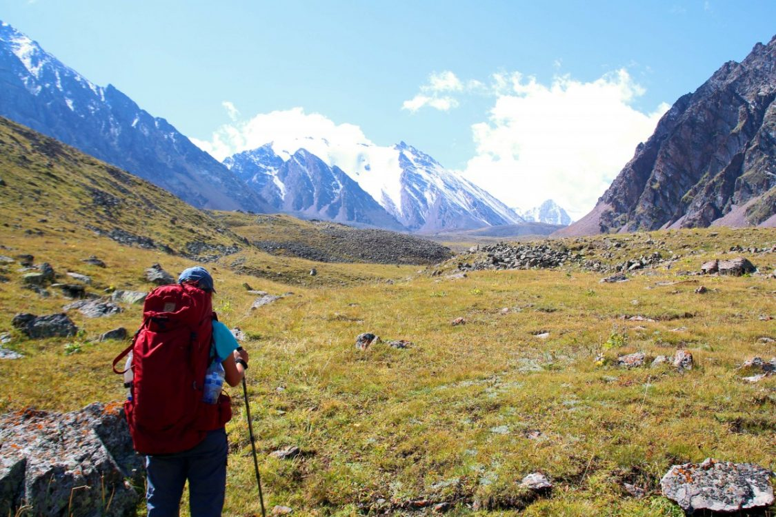 kol-tor-kyrgyzstan-glacier-hiking-by-bunch-of-backpackers