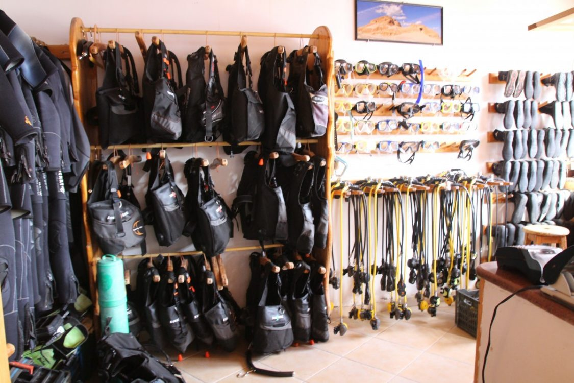 Why scuba diving is fun. Diving equipment. Copyright Bunch of Backpackers.